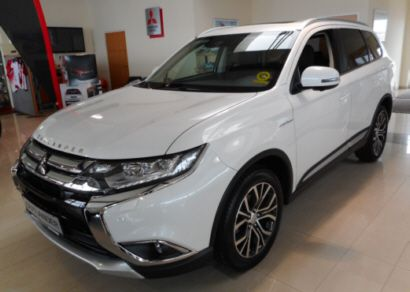Mitsubishi Outlander 2,2 DI-D 4WD AT Diamond Connect